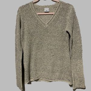 Columbia Roll Hem V- Neck Sweater in Marbled Tan